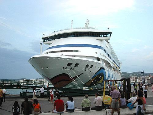 Die AIDAvita im Hafen von Ibiza
