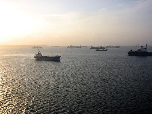 Schiffe, die vor dem Panamakanal warten