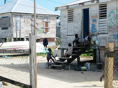 """Jugendgang"" auf der Karibikinsel Caye Caulker"