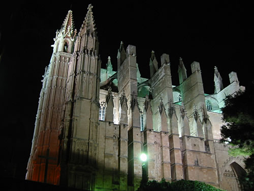 Die Kathedrale 'La Seu' bei Nacht