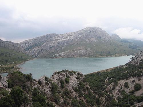 Der Bergsee Gorg Blau im Nordwesten Mallorcas