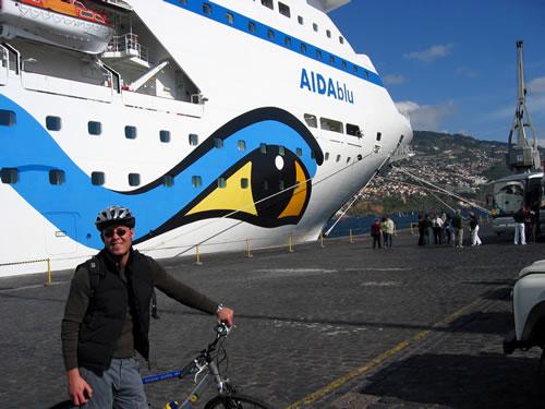 Mit schickem Helm gehts auf zur Biking-Tour