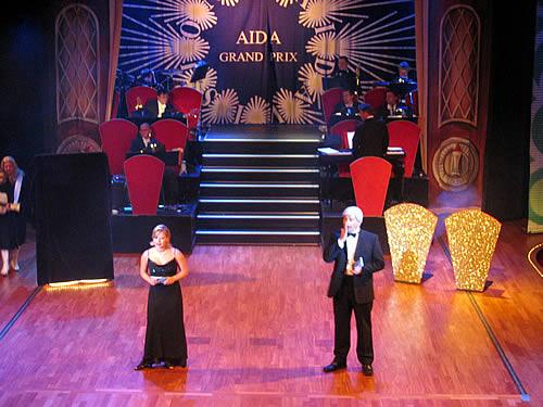 Im Theater ist Grand Prix angesagt.