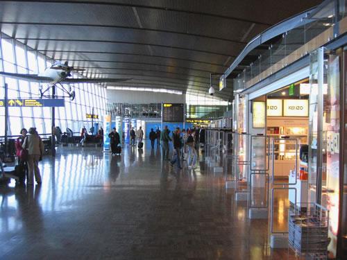 Vom Flughafen Helsinki-Vantaa ...