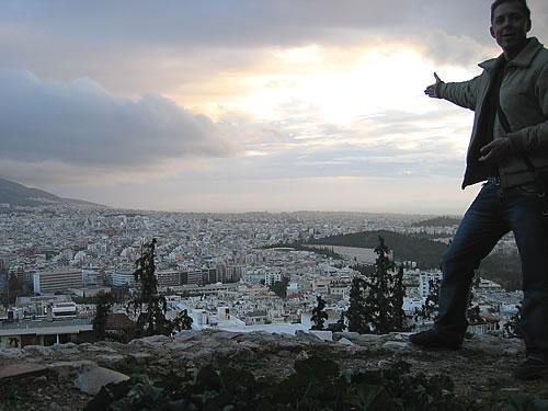 Oben auf dem Berg Likavittós liegt mir die Großstadt Athen zu Füßen