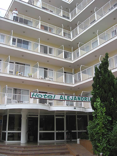 ... ins 3-Sterne-Hotel Alejandria