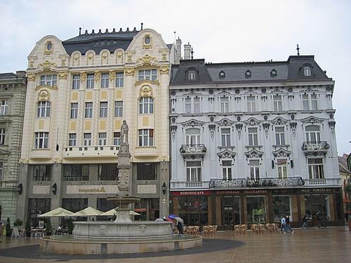 Häuserfassaden in der altstadt von bratislava in der slovakei