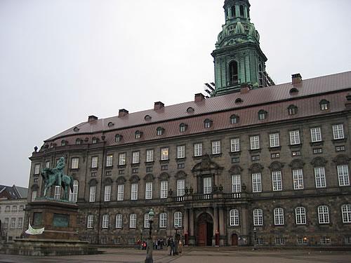 Christiansborg - hier sitzt das Parlament und das Oberste Gericht