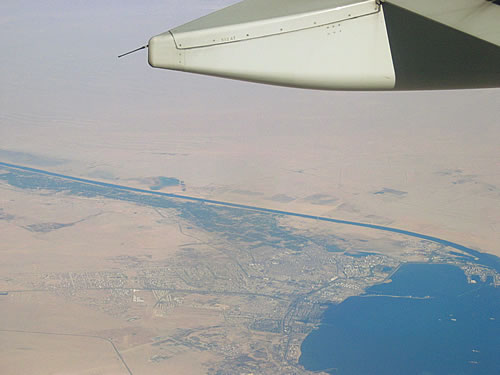 Unser Hinflug führt uns über den Suezkanal