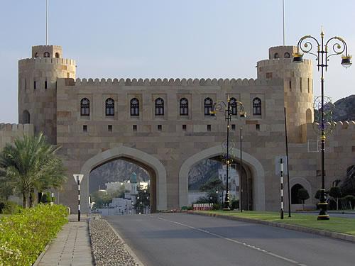 Das Stadtor von Muscat führt in die historische Altstadt