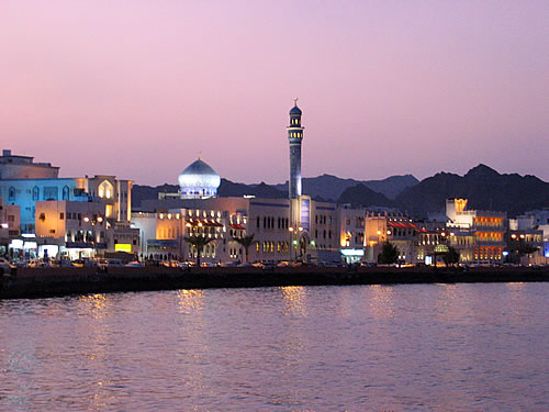 Die Corniche von Muscat im Oman in den Abendstunden