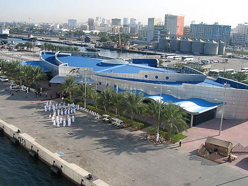 Premiere: Als erstes Kreuzfahrtschiff überhautpt läuft die AIDAcara Dubai als Basishafen an