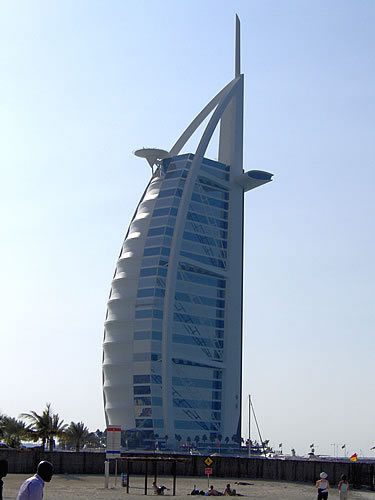 Burj al Arab - es gilt als das einzige 7-Sterne-Hotel der Welt