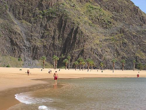 Hier gibt es einen wundervollen Strand, die Playa de las Teresitas