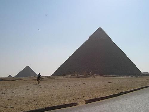 Die Pyramiden befinden sich ca. 15 km vom Kairoer Stadtzentrum entfernt