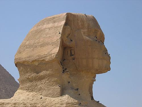 Seit unglaublichen 4.700 Jahren blickt der Sphinx rätselhaft in die Ferne