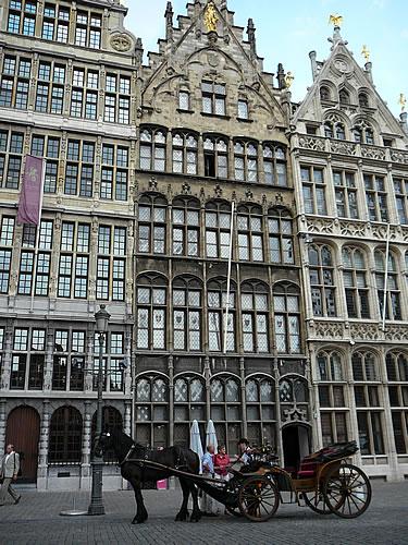 Fassaden der Gildehäuser des Antwerpener Grote Marktes