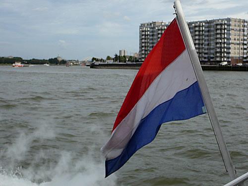 Mit dem Schiff erreiche ich Rotterdam