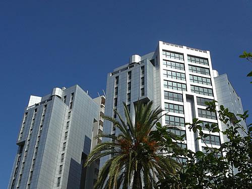 Modernes Hochhaus in Valencia