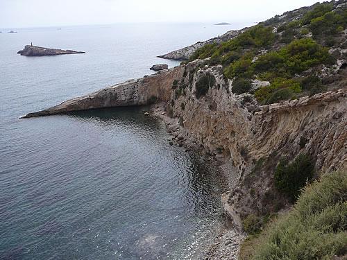 Blick entlang der Küste Ibizas