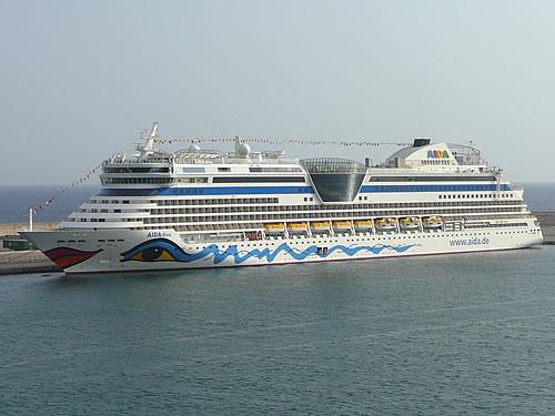 Im Hafen liegt auch die neue AIDAdiva an der Pier