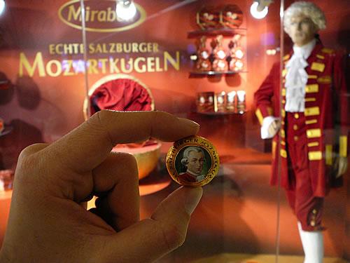 Mozartkugel sind die wohl berühmteste Leckerei Salzburgs