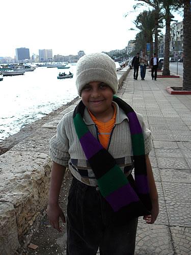 Ein kleiner Fischerjunge zeigt mir stolz das Boot seines Vaters