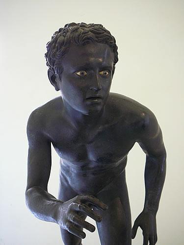 Besonders lebensechte Statue eines Läufers aus dem Nationalmuseum von Neapel