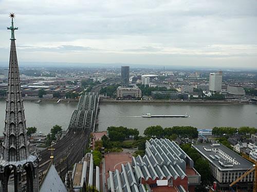Blick auf das rechte Rheinufer