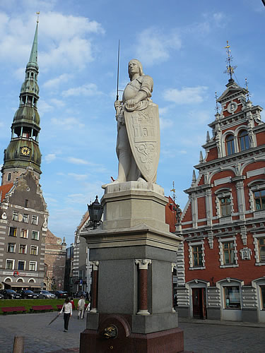 Zeichen für eine freie Stadt: die Roland-Statue auf dem Rathausplatz