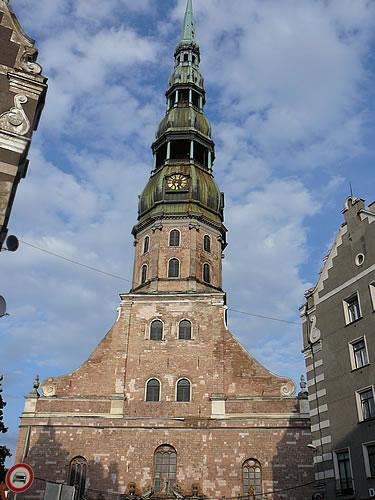 Die Petrikirche mit ihrem barocken Turm