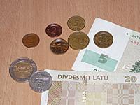 Die Währung ist der Lettische Lat - das Kleingeld erinnert sehr an unsere alten deutschen Pfennige