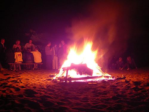 Beachparty mit Lagerfeuer im Aldiana-Club Sarigerme