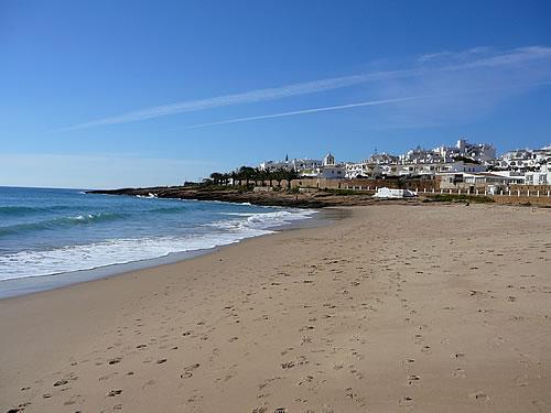 Blick über die Praia de Luz nach Luz
