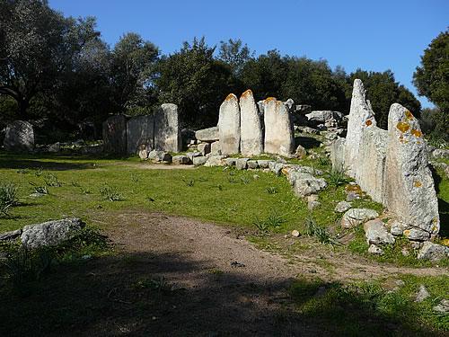 Gigantengrab aus der späten Bronzezeit auf der Mittelmeerinsel Sardinien