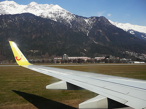 Bei herrlichstem Wetter lande ich auf dem Flughafen von Innsbruck