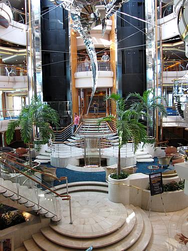 """Das Herz der Vision of the Seas ist das """"Centrum"""""""