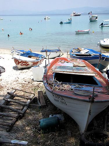 Boote am Áfitos Beach