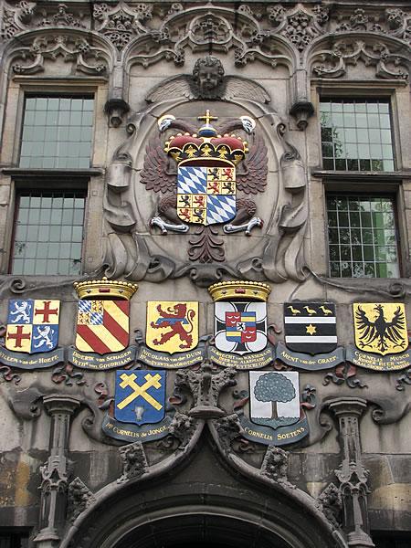 Wappen über dem Huyterhuis, einem Wohnhaus aus dem 16. Jahrhundert
