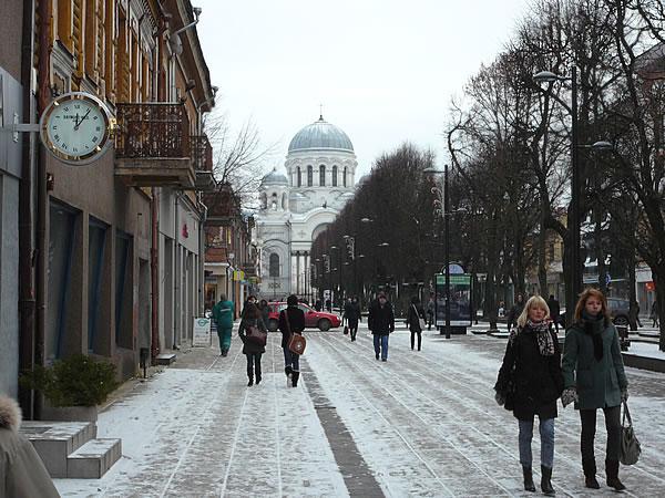 Der 30 Meter breite Laisvės alėja ist die Haupteinkaufsstraße der Stadt