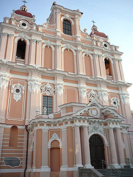 Die frisch renovierte (Vilnius war 2009 Kulturhauptstadt Europas) St. Kasimir-Kirche