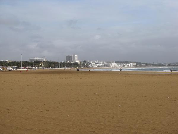 Das Highlight der Stadt ist eindeutig der kilometerlange feinsandige Strand