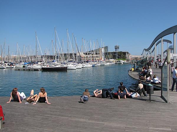 """Die Rambla endet am """"Port Vell"""", dem modern umgebauten Hafen"""