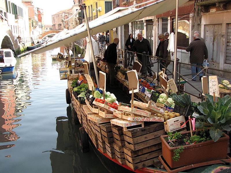 Markt-Schiff an der Via Garibaldi