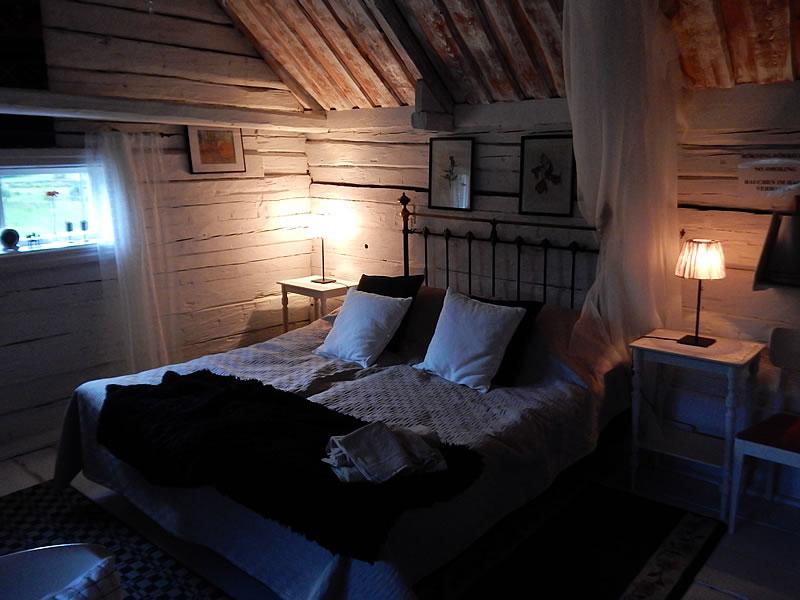 Unsere Unterkunft ist eine fast 200 Jahre alte Holz-Hütte
