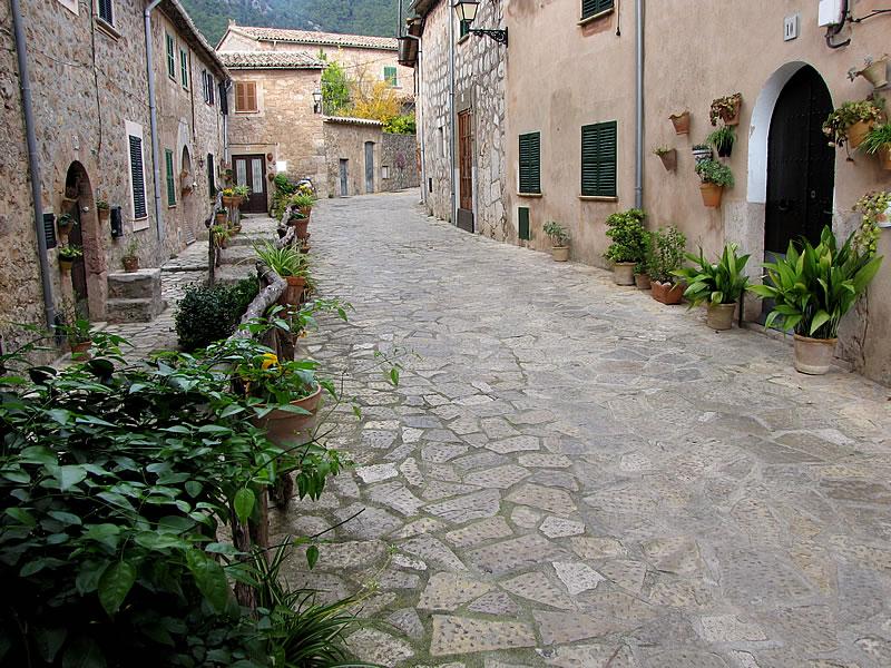 Valldemossa hat eine hübsche Altstadt mit vielen Cafés