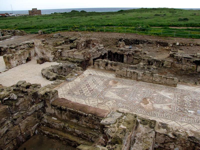 Ich besuche den Archäologischen Park, dessen Eingang ebenfalls am Hafen ist