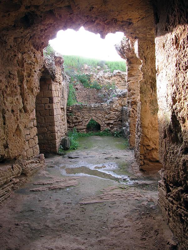 Mich beeindruckt die Atmosphäre dieser antiken Grabstätte sehr